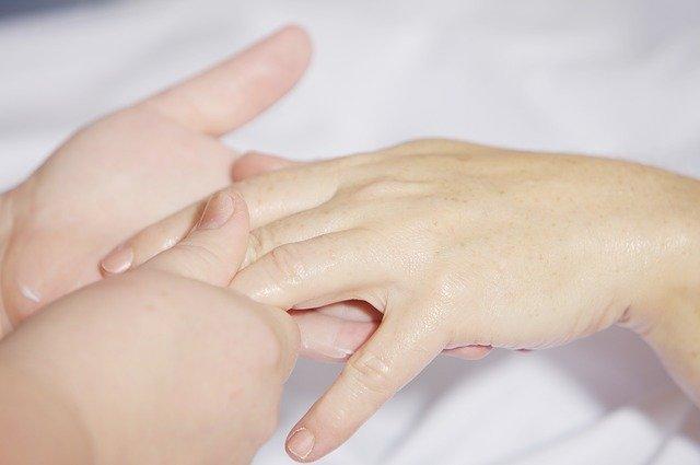 طريقة تدليك اليدين