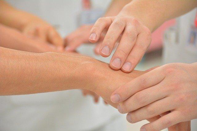 خريطة اليدين في العلاج الانعكاسي